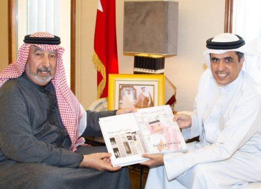 وزير الإعلام يشيد بالإسهامات العلمية والتربوية للدكتور عبدالله المطوع