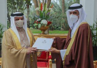 HM King receives Information Minister, praises book on Bahrain's achievements